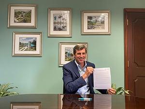 seacoast bank ceo chuck shaffer signing pledge